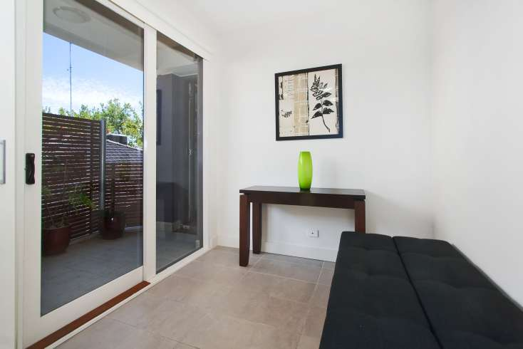Apartment entry and courtyard in this luxury apartment in East St Kilda - 8/114a Westbury Close